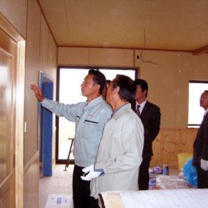 現場見学会にてイケダホームの家づくりに対する姿勢を同業者に紹介