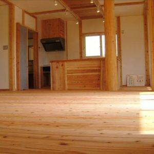 常温熟成庫の中でクラシック音楽を聴かせ熟成乾燥させた木材『音響熟成木材』で建てた家。